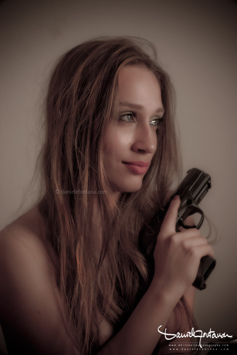 girl with gun daniele fontana